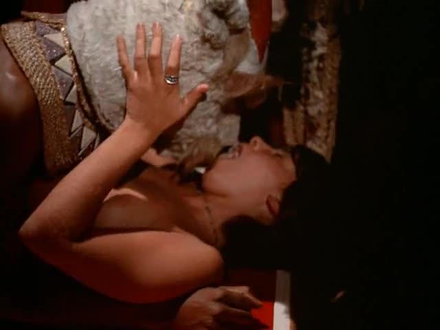 скачать порнофильм прославленная клеопатра